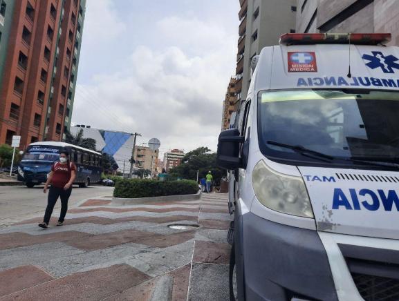 Colombia necesita reforzar su sistema de salud con más profesionales para hacerle frente a la pandemia.