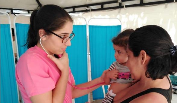 Médicos venezolanos que migran a Colombia encuentran que su primera lucha es insertarse en el mercado laboral.