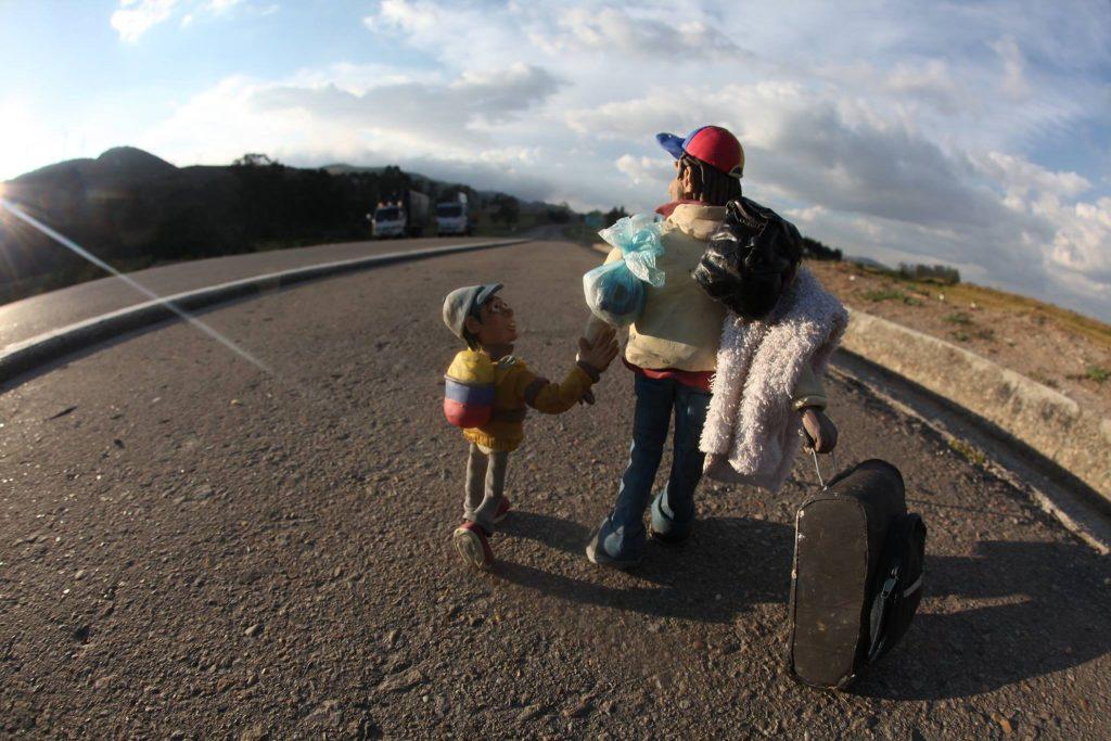 Las carreteras colombianas muestran la dura realidad de la migración venezolana.