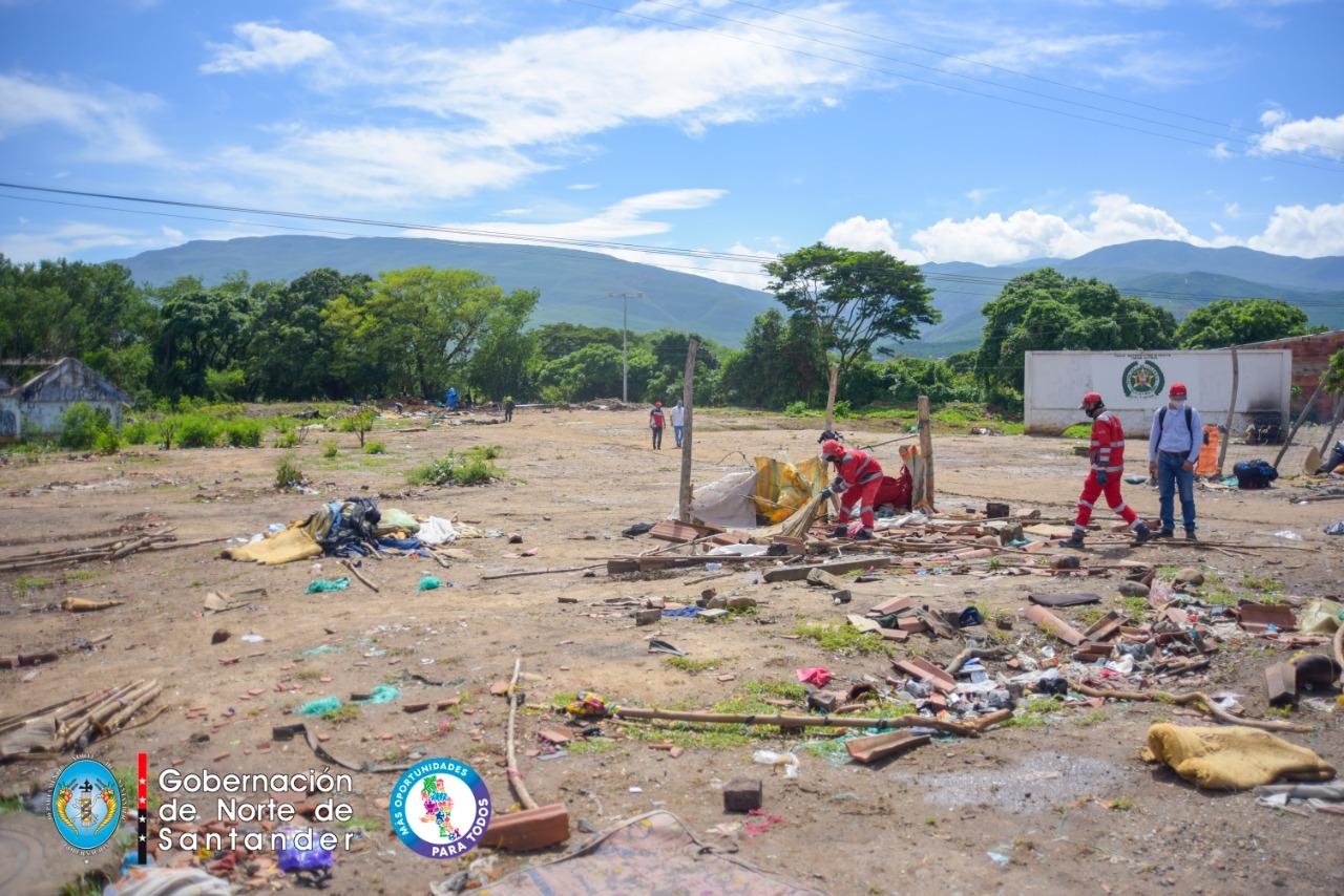 880 migrantes venezolanos se trasladan a puntos transitorios en Cúcuta mientras aguardan por cruzar la frontera.