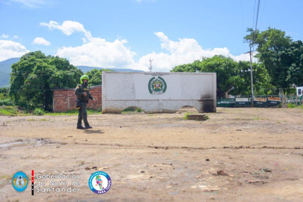 Los migrantes colaboraron duranteel despeje del sector de La Parada.